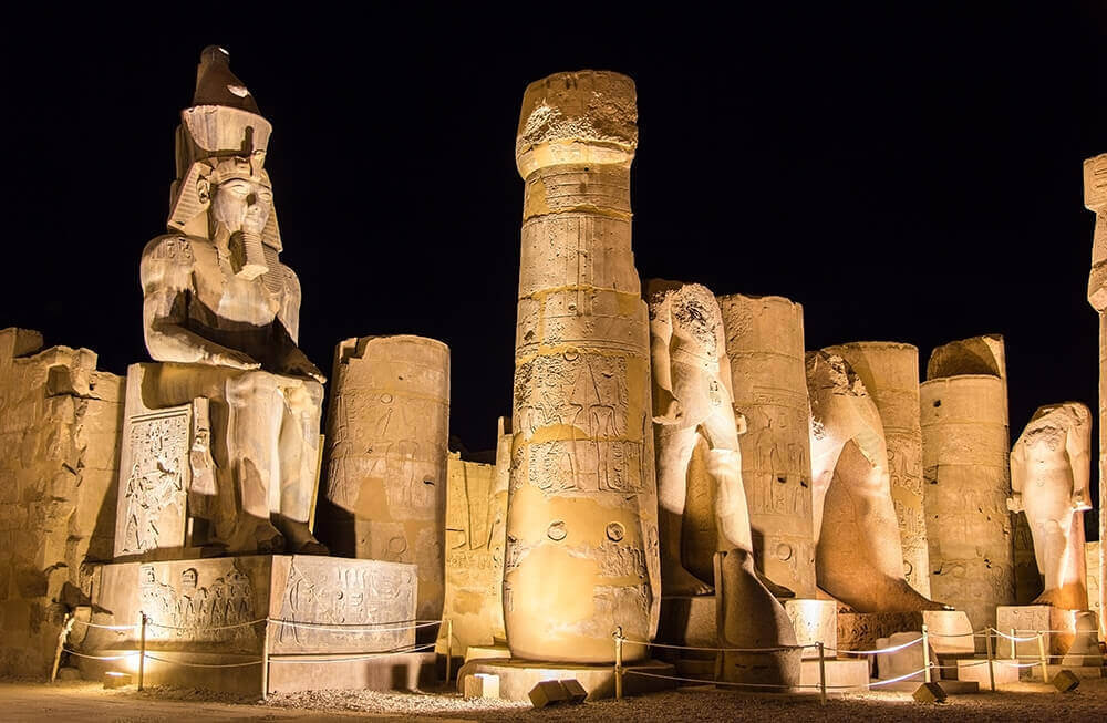 36942068_xxl Figure of Ramses II in Luxor Temple - Egypt